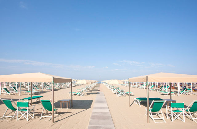 Lido di camaiore hometorent italy holiday homes in versilia tuscany and sardinia - Bagno cristallo lido di camaiore ...